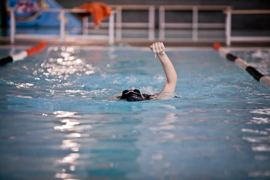 ¿Buscas cursos de natación para ti o para los niños?
